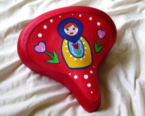 red heart Russian doll seat