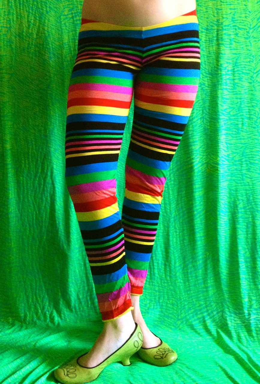 How to Style the Colored Tights Trend. It looks a lot cooler than it sounds. By: Colorful tights have been popping up quietly for a couple of years thick headbands, and bedazzled hoops, and one part '80s pop star with animal print pantsuits, rainbow embroidered Beverly Hills bomber jackets, and silver sparkle everywhere. But even if.