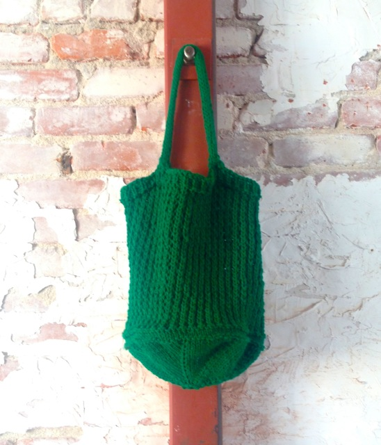 knit shopping bag, made by Julianne